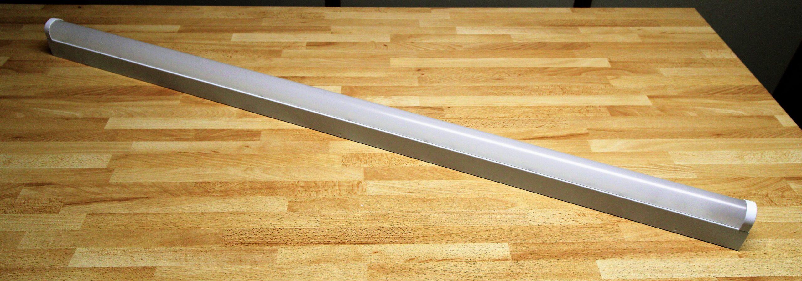 Kombination von Licht und Metall SIDLER Balkenleuchte